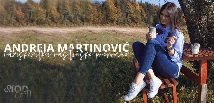 Andreja Martinović, raziskovalka rastlinske prehrane, stilirinja in fotografije, ter ustvarjalka presnih in veganskih sladic